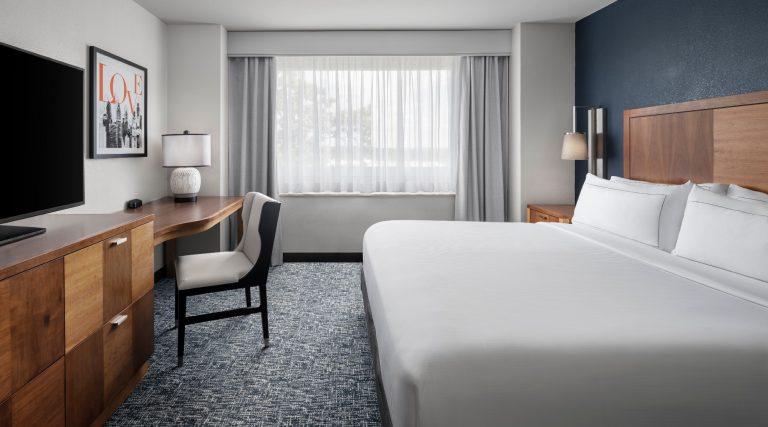 King corner suite guest room