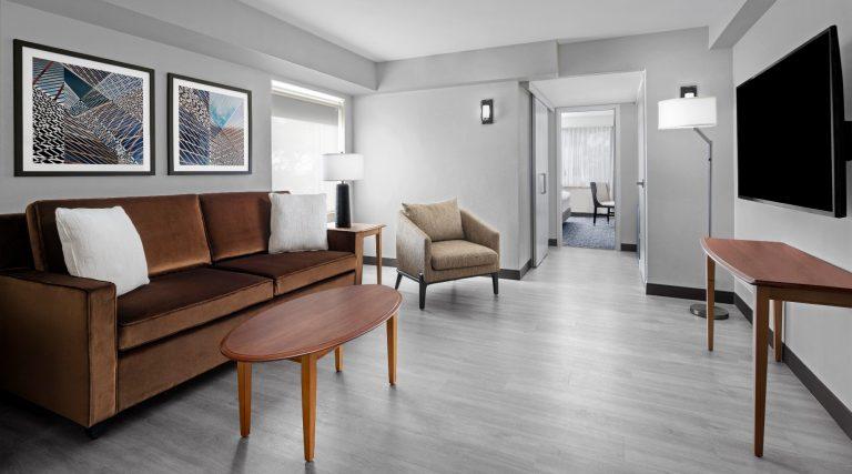 King corner suite room